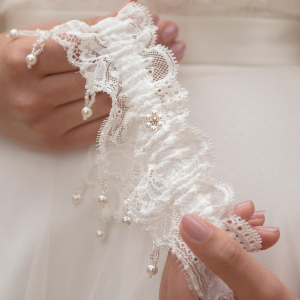 Leila luxury wedding garter