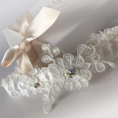 nottingham lace garter ava