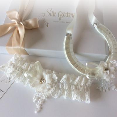 Wedding garter and horseshoe set sophia
