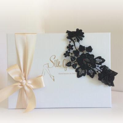 Goth guipure garter